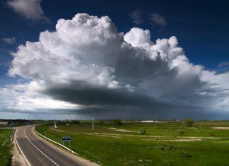 Viharos időjárást jelző felhők. A kép forrása: szeka.blog.hu