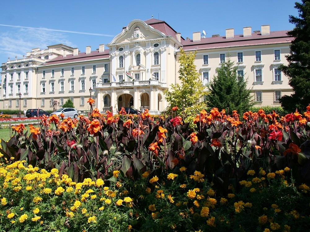 A Gödöllői Szent István Egyetem főépülete. A kép forrása: godollo.hu